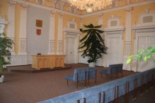 obřadní místnost - pohled odokna
