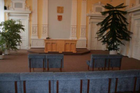 obřadní místnost - pohled zezadu